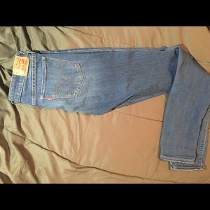 711 Skinny Levi's Jeans